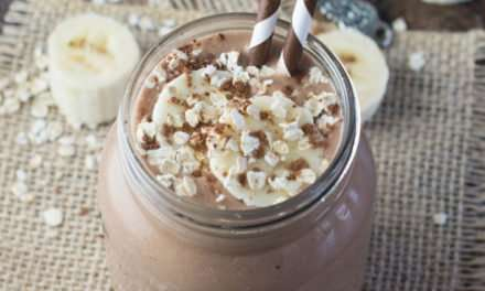 [Recipe] Charlotte's Coconut, Banana & Chocolate Breakfast Smoothie