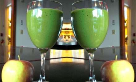 [Recipe] Creamy Apple Spice Green Smoothie