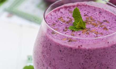 [Recipe] Low-Cal Summer Blueberry Smoothie with Mint and Flax