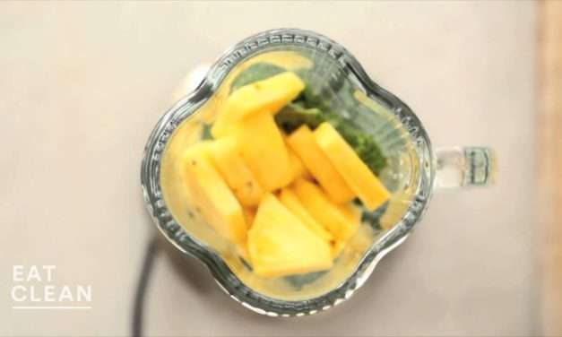 [V-Recipe] Martha Stewart's Kale, Pineapple & Almond Milk Smoothie