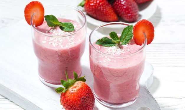 [Recipe] 5-Ingredient Strawberry Coconut Smoothie
